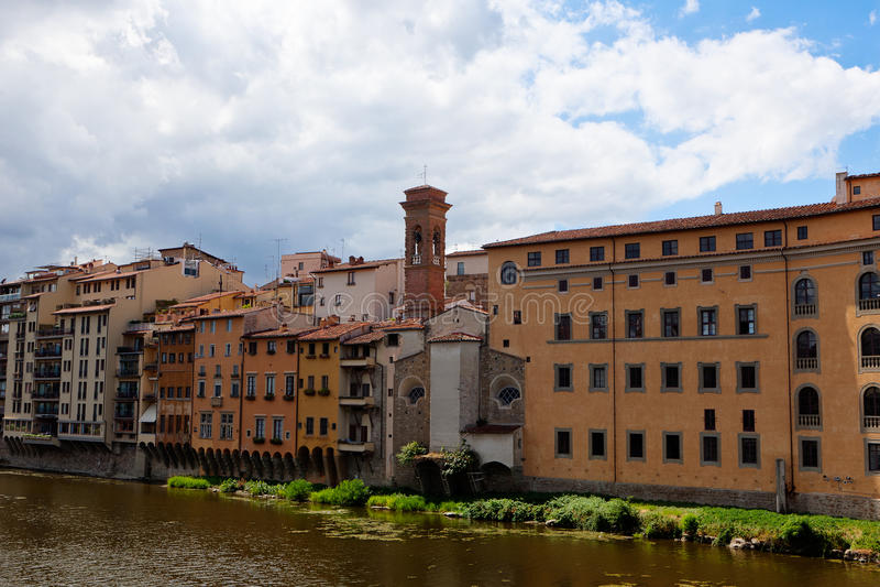 Der Hausgrenz-Arno-Fluss, Florenz, Italien lizenzfreie stockbilder