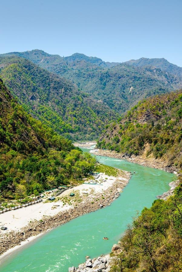 Der heilige Ganges fließt in ein Tal, Indien lizenzfreie stockbilder