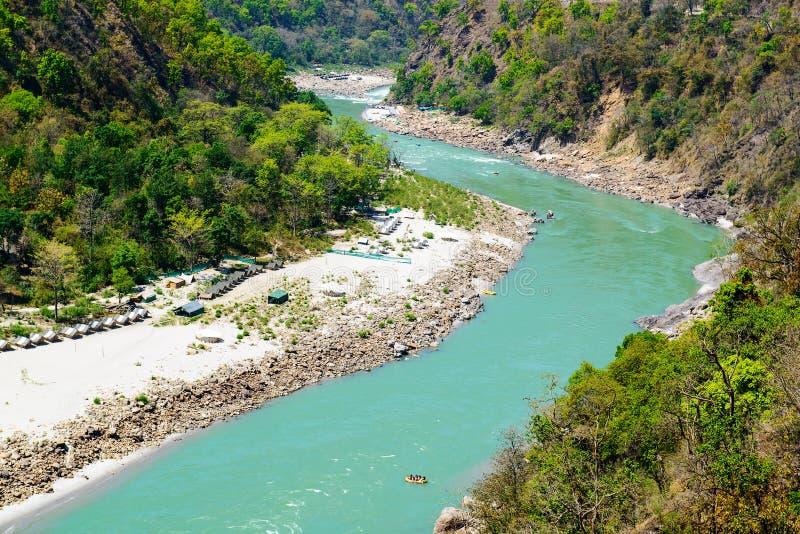 Der heilige Ganges fließt in ein Tal, Indien lizenzfreies stockfoto