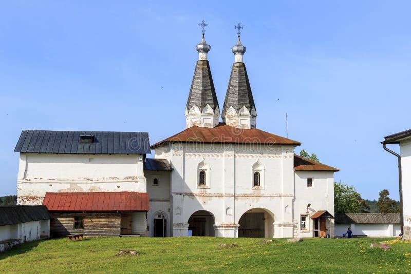 Der heilige Gares mit Tor-Kirche von Ferapontov-Kloster, Russland lizenzfreie stockfotografie