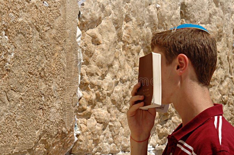 Der heilige Junge lizenzfreie stockfotografie