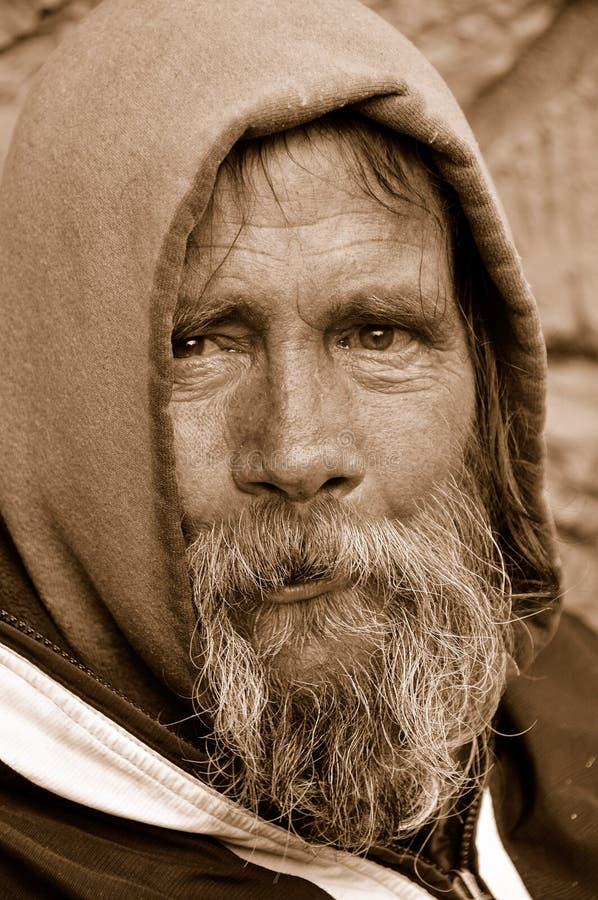 Der heimatlose Mann-Blick lizenzfreie stockfotografie