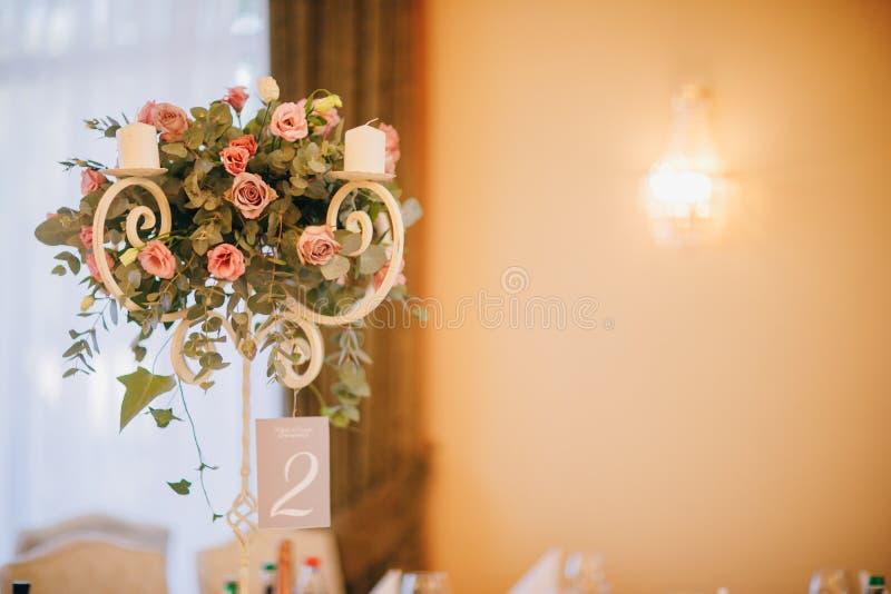 Der Heiratsdekor Der weiße und rosa Blumenblumenstrauß stockbilder