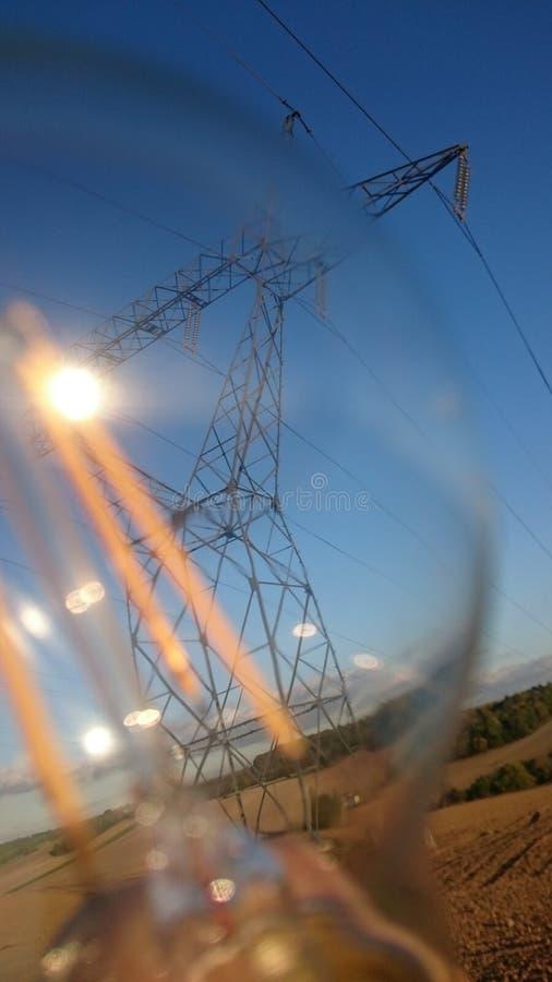 Der helle Fortschritt mit Strom stockfoto