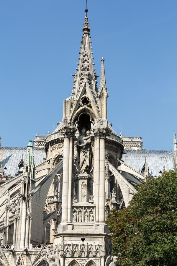 Der Helm und die Ostseite der Kathedrale Notre Dame de Paris lizenzfreies stockbild