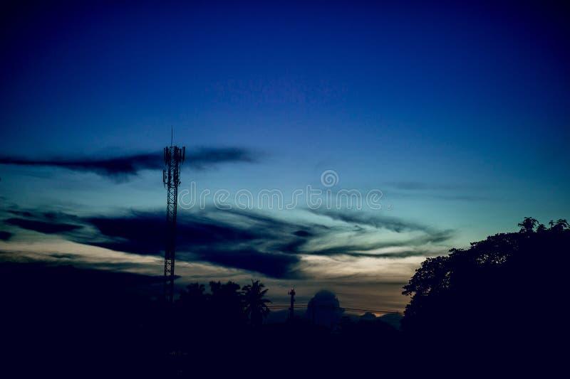 Der Himmel ist blau und der Himmel ist blau Natürliche Betrachtenkonzepte stockbilder