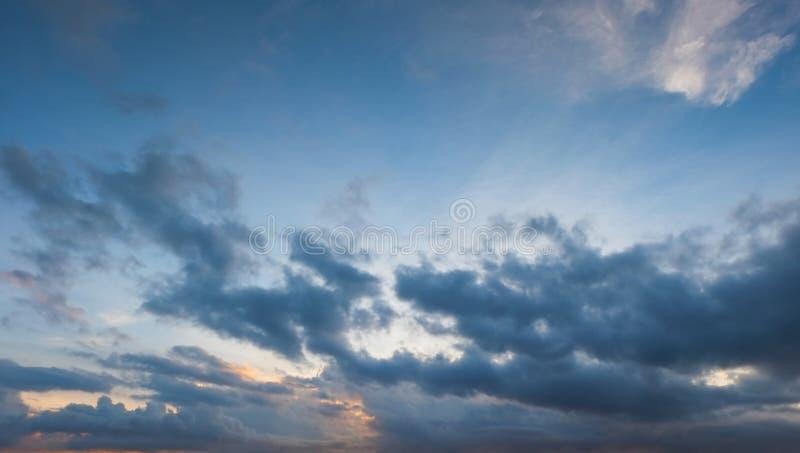 Der Himmel ist so schön wie der Traum Es ist ein Paradies, das in der Natur gefunden wird lizenzfreie stockfotos