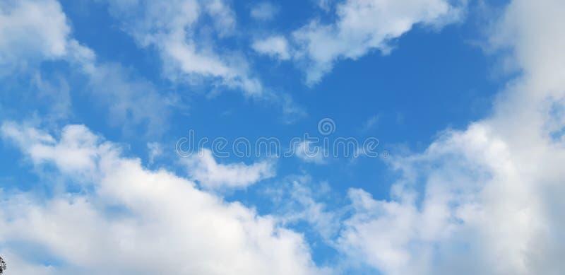 Der Himmel mit den Wolken stockfotos