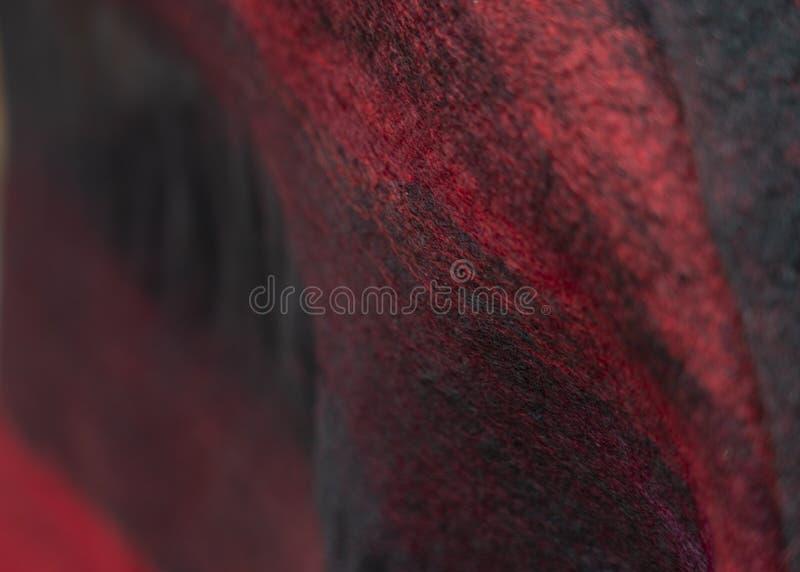 Der Hintergrund des Filzes drapieren ist schwarzes Rot stockbild