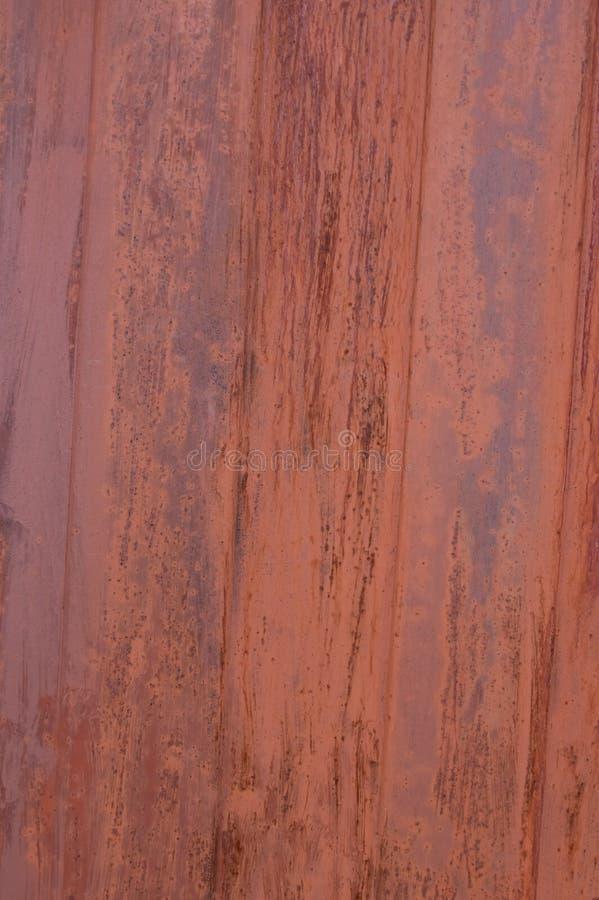 Der Hintergrund ist ein schlecht farbiges Metall lizenzfreie stockfotos