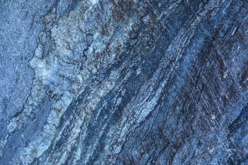Der Hintergrund oder die Beschaffenheit der Marmorwand des Steinbruchs oder das im Tagebau stockfoto