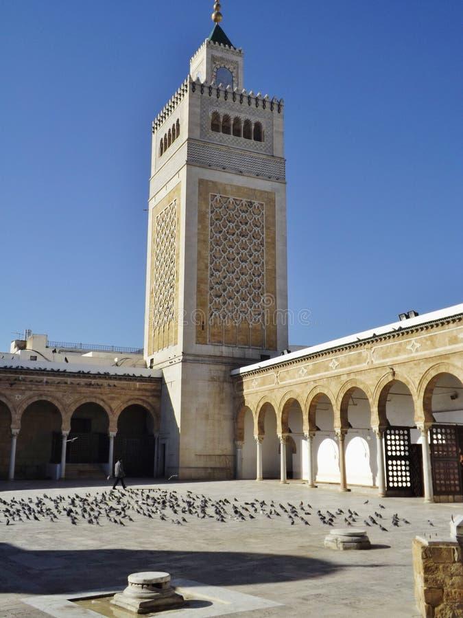 Der Hof der Al-Zaytunamoschee in Tunis, Tunesien lizenzfreie stockbilder