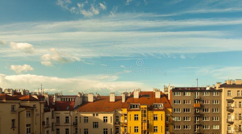 Der Hof der alten Stadt an einem sonnigen Tag stockbild