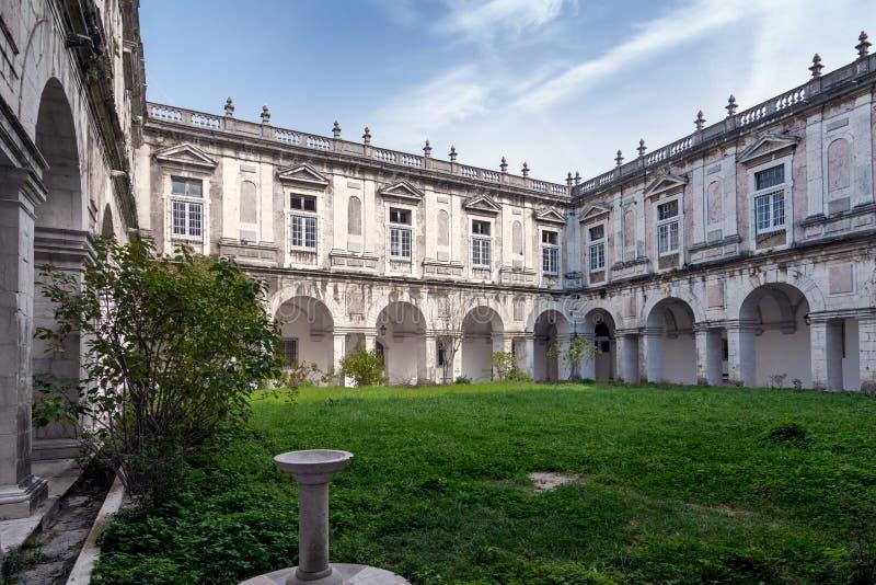 Der Hof von Castelo de Sao Jorge lizenzfreie stockfotos