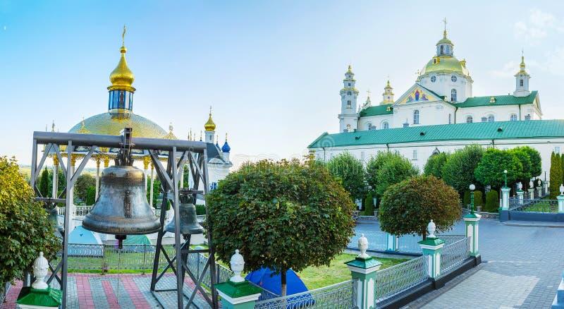 Der Hof von Pochayiv Lavra stockbild