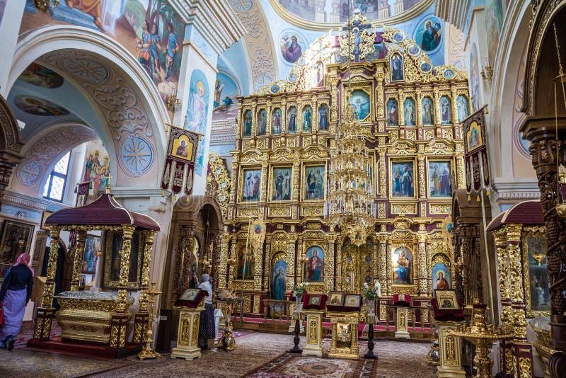 Der Iconostasis und der Innenraum des St. Nicholas Church in Mogilev belarus lizenzfreie stockfotos