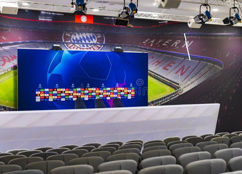 Der Innenraum des Hauptstadion Allianz Arena-Fußballverein München-Bayerns stockfotografie