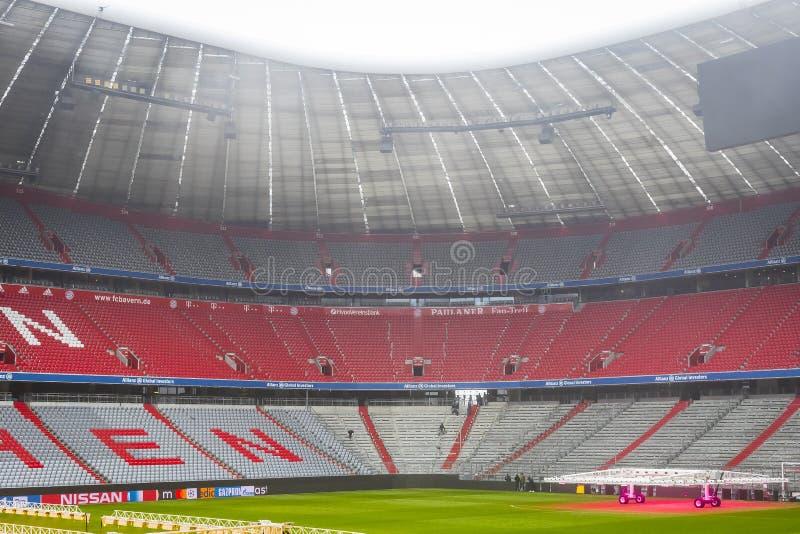 Der Innenraum des Hauptstadion Allianz Arena-Fußballverein München-Bayerns lizenzfreie stockbilder