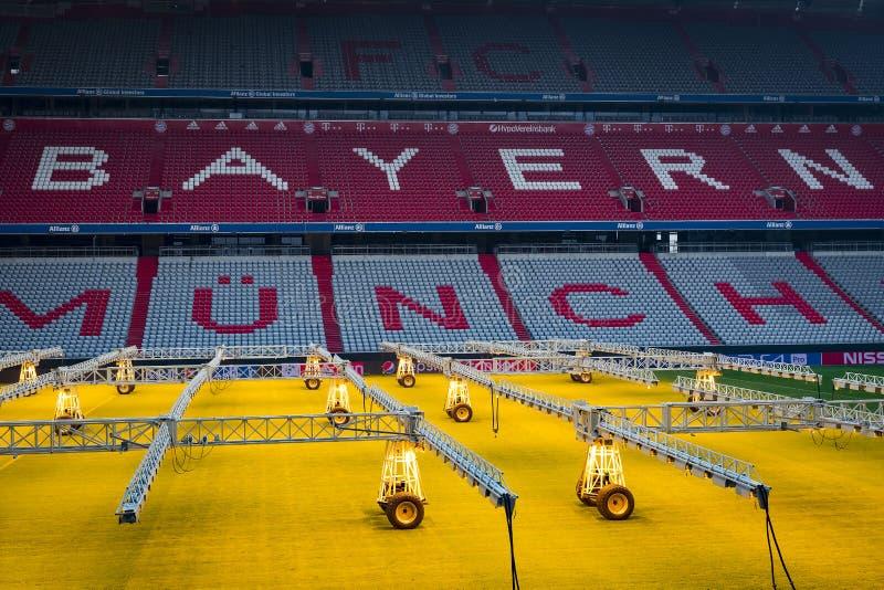Der Innenraum des Hauptstadion Allianz Arena-Fußballverein München-Bayerns stockbilder