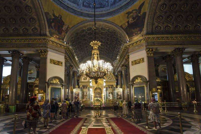 Der Innenraum der Kathedrale unserer Dame von Kasan Drehungsgläubiger zur Ikone der Kasan-Ikone der Mutter des Gottes Heiliges Pe lizenzfreie stockfotos