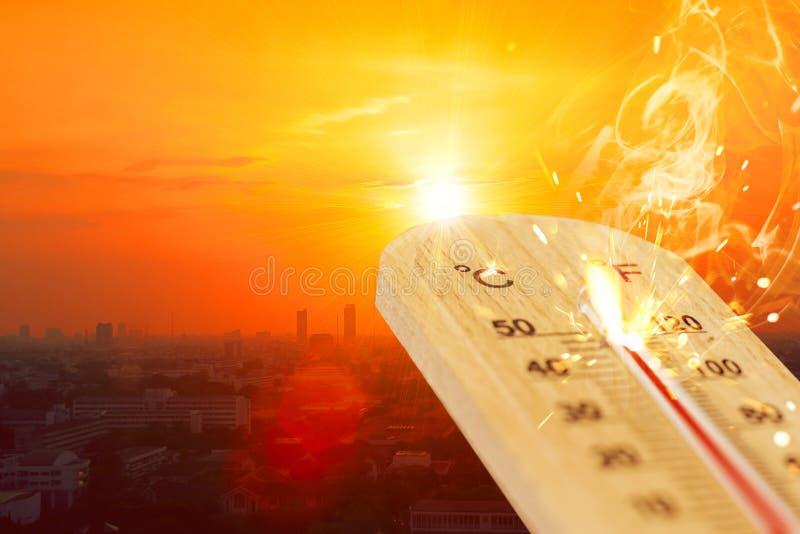 Der Jahreszeithohen temperatur des heißen Wetters des Sommers Thermometer stockbild