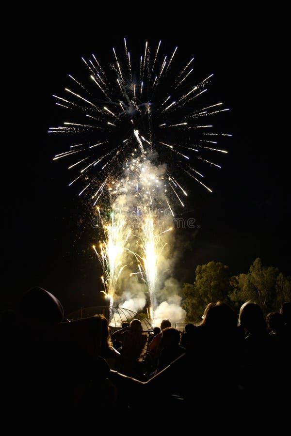 der Juli-Feuerwerk-Bildschirmanzeige lizenzfreies stockfoto