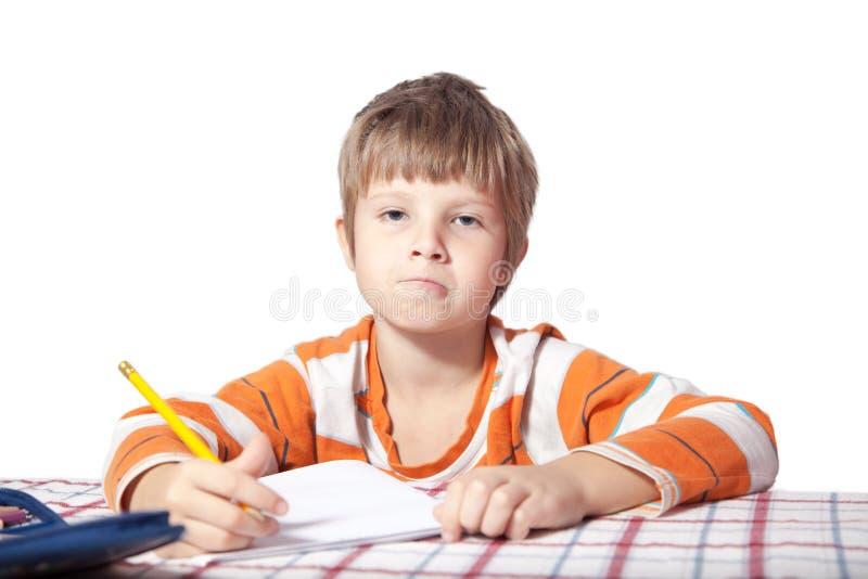 Der Junge, der Übungen tut stockbilder