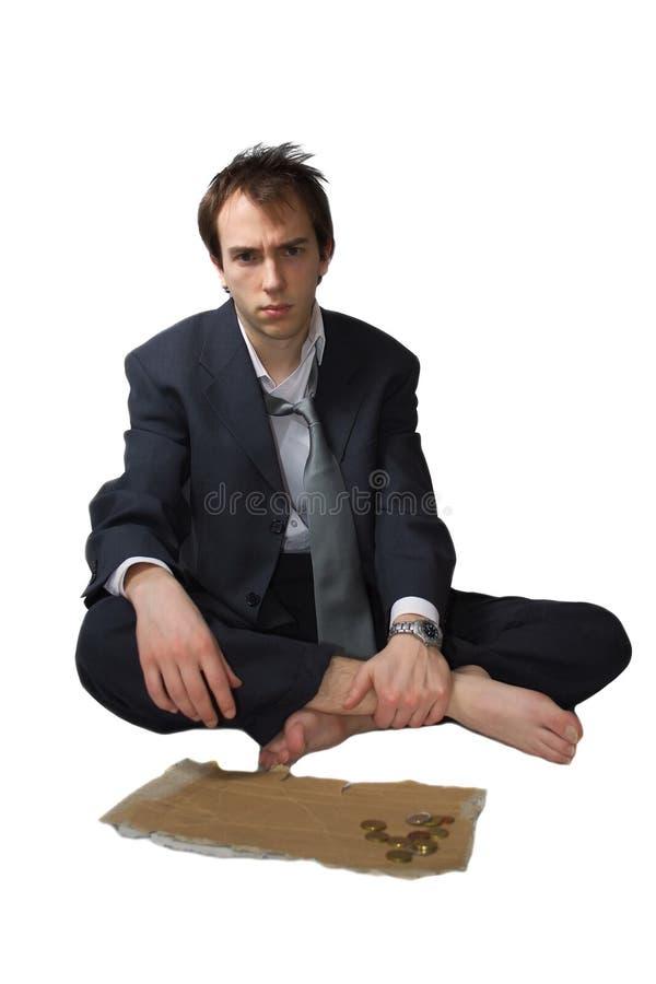 Der junge Geschäftsmann gebildet überflüssig bittet stockbild