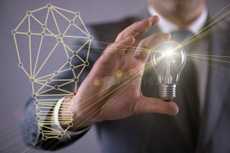 Der junge Geschäftsmann mit Glühlampe im Ideenkonzept vektor abbildung