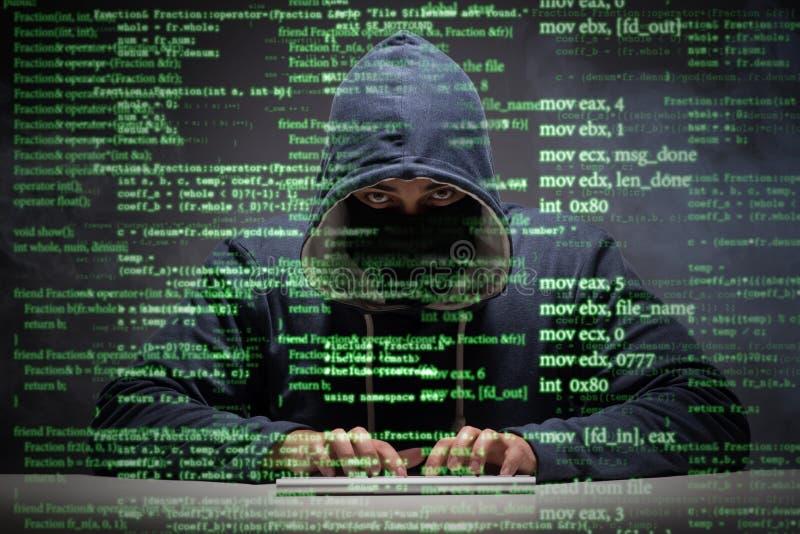 Der junge Hacker im Datensicherheitskonzept lizenzfreie stockfotografie