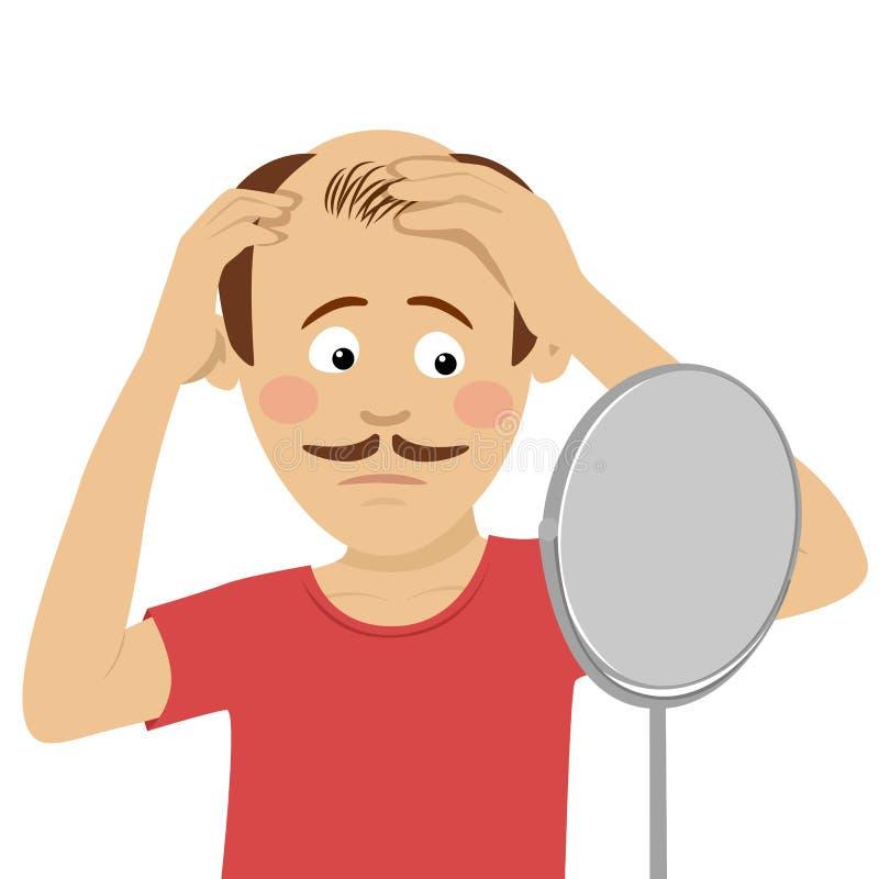 Der junge Mann sorgte sich um Haarausfall sein Haar im Spiegel überprüfend, der auf weißem Hintergrund lokalisiert wurde lizenzfreie abbildung