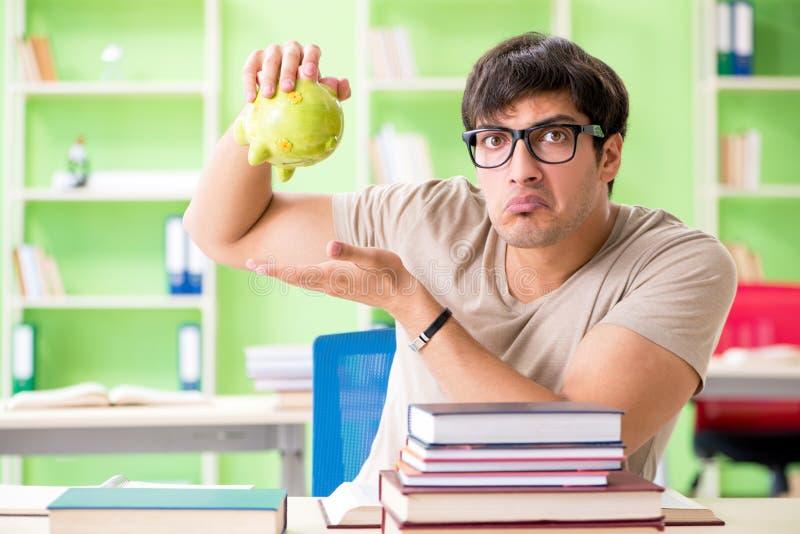 Der junge Student im teuren Unterrichtkonzept lizenzfreies stockfoto