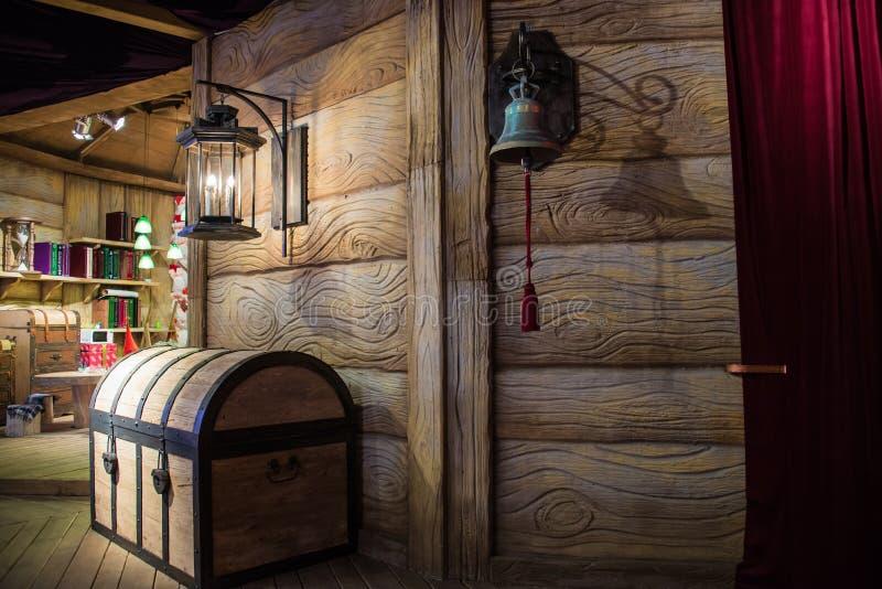Der Kasten am Wohnsitz von Santa Claus mit einer Glocke stockbild