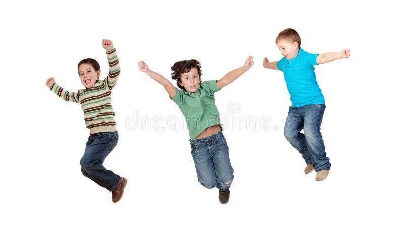 Der Kinder sofort springend lizenzfreie stockfotos