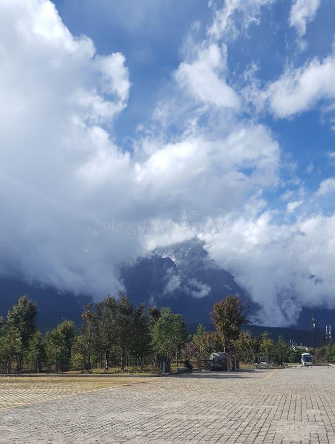Der klare blaue Himmel war wolkenlos, klar als Jasper stockfoto