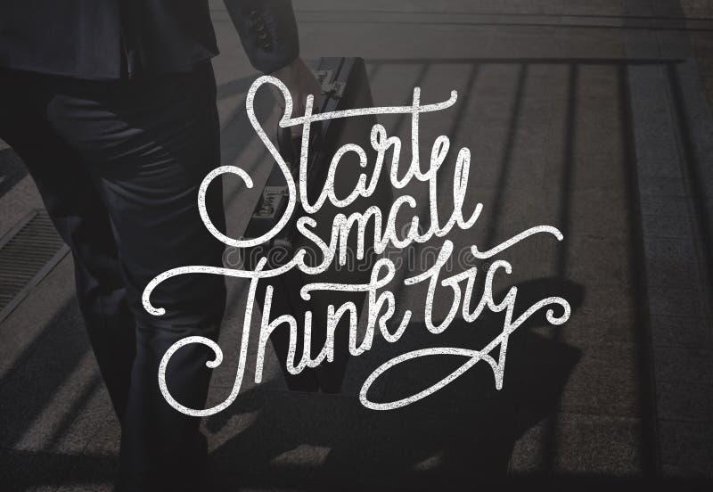 Der kleine Anfang denken großes Ideen-Kreativitäts-Aspirations-Konzept lizenzfreies stockbild