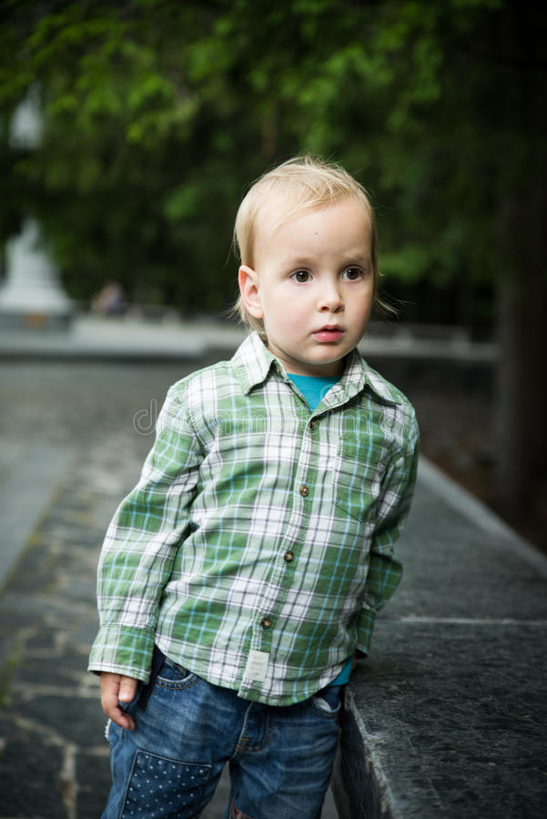 Der Kleinkindjunge stockbilder