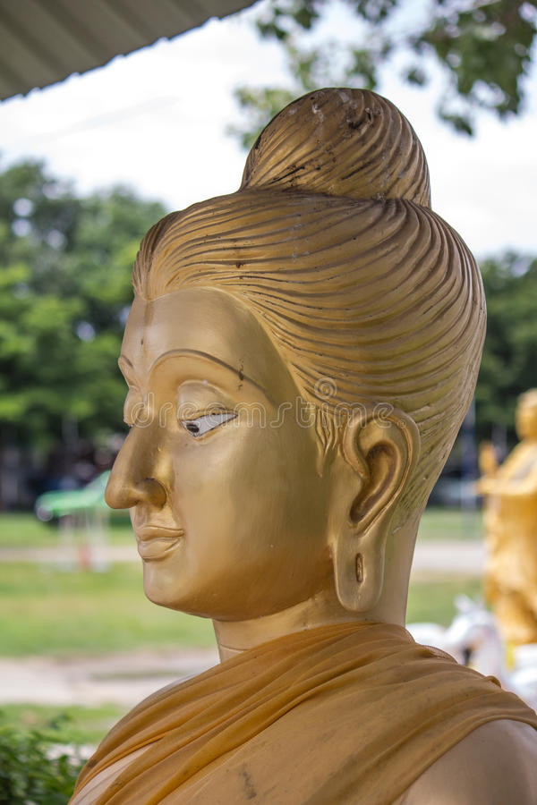 Der Kopf von Buddha, der goldene Buddha-Kopf lizenzfreie stockbilder