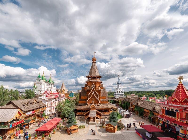 Der Kreml in Izmailovo 'Russisches Mittel '- der zentrale Platz des Izmailovo der Kreml Kirche von Sankt Nikolaus lizenzfreie stockfotos