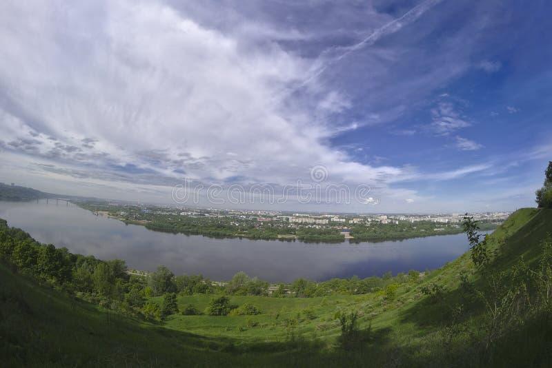 Der Kremlin wird im Fluss reflektiert lizenzfreie stockbilder