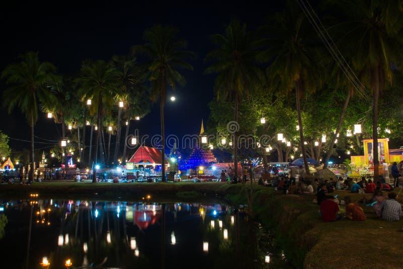 Der Lamplighter Loy Kratong Festival helle Farbe-Sukhothai Co beim Sukhothai stockbild