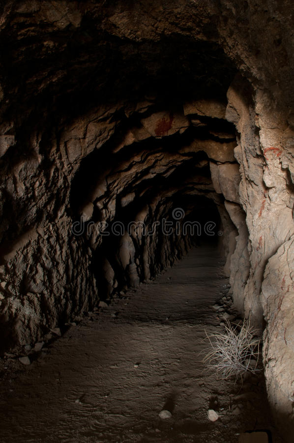 Der lange Tunnel stockbild