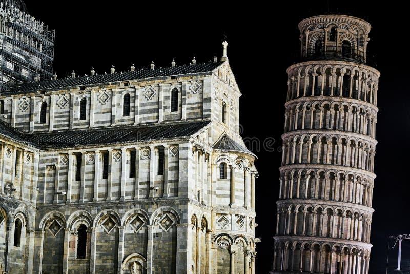 Der lehnende Turm und die Kathedrale in Pisa lizenzfreie stockfotos