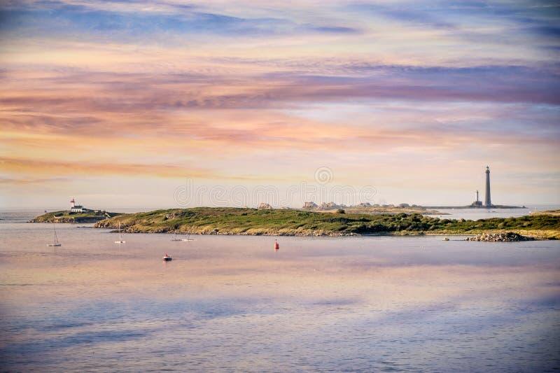 Der Leuchtturm Ile Vierge bei Sonnenuntergang, auf der Nordküste von Finistère, Bretagne, Frankreich phare de l ` Ile Vierge stockfotos