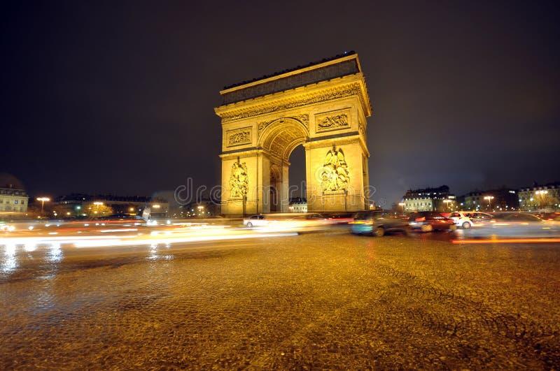 Der Lichtbogen De Triumph nachts lizenzfreies stockfoto