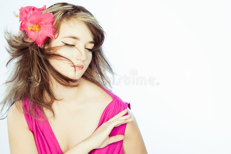 In der Liebe mit einem Mädchen mit einem träumerischen Gesicht lizenzfreies stockbild