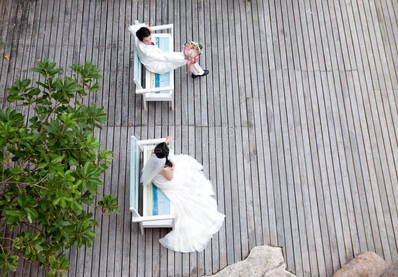 In der Liebesbraut und -bräutigam stockbilder