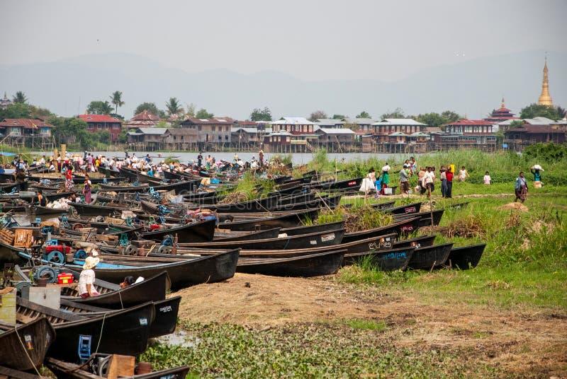 Der lokale Markt im Inle See, Myanmar stockbild