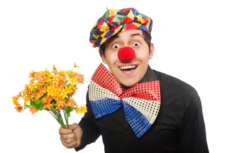 Der lustige Clown mit den Blumen lokalisiert auf Weiß lizenzfreies stockbild