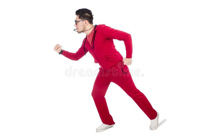Der lustige Sportler mit der Pfeife lokalisiert auf Weiß stockfoto